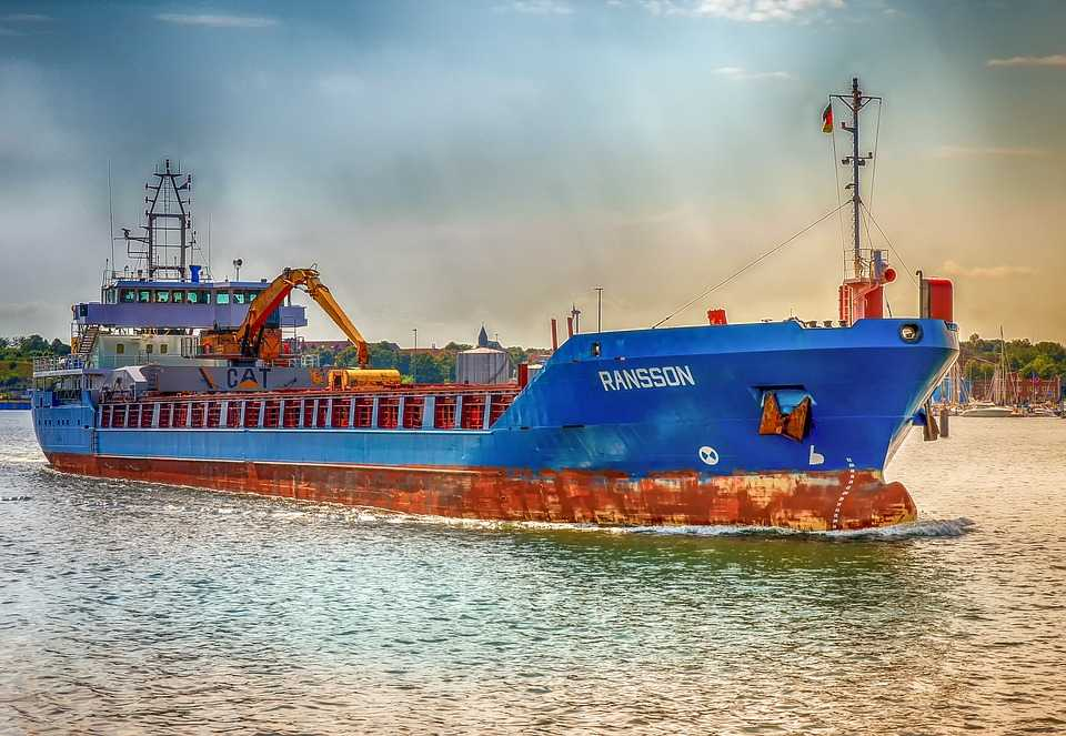 Difference between freight forwarder and shipping agent
